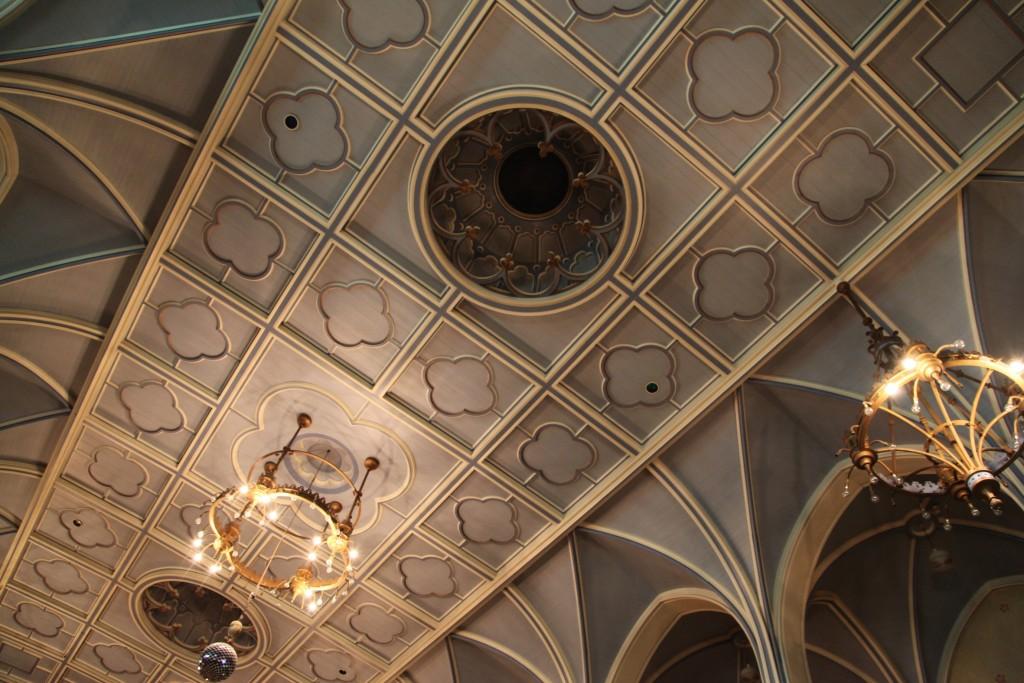maison dieu_ceiling